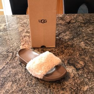 UGG royale slides